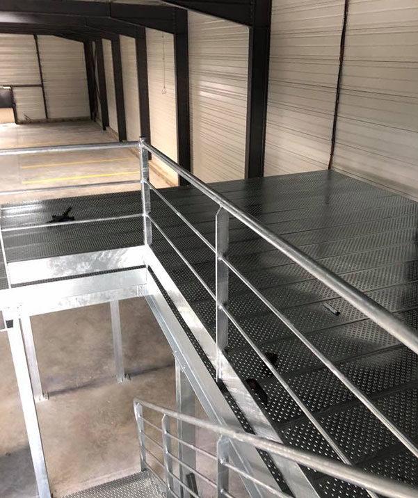 Fabrication et pose de structures métallique pour entrepôt